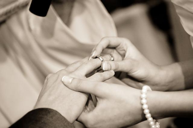 navlékání prstenu