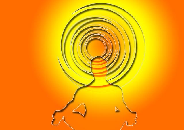 silueta člověka při meditaci
